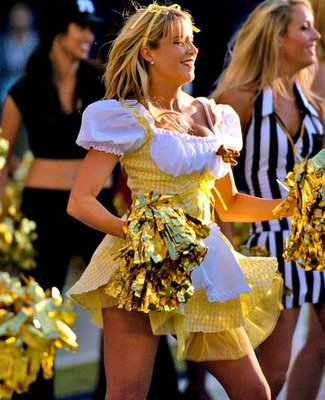 26nfl-cheerleaders-halloween-35_display_image