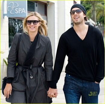 Maria-sharapova-sasha-vujacic-errands-03_display_image