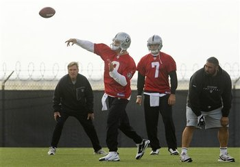 Raiders_quarterbacks_football_93219_team_display_image