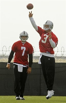 Raiders_quarterbacks_football_93222_team_display_image