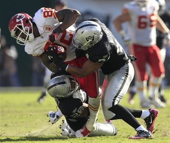 Chiefs_raiders_football_93626_team_display_image