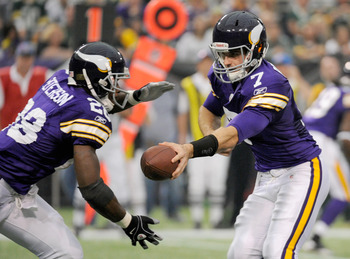 Peterson (#28) takes a handoff from Christian Ponder (#7) versus Green Bay