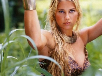 http://im.in.com/media/download/wallpapers/2009/May/anna-kournikova