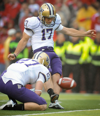 LINCOLN, NE - SEPTEMBER 17: Erik Folk #17 of the Washington Huskies kicks a field goal during a game against Nebraska Cornhuskers at Memorial Stadium September 17, 2011 in Lincoln, Nebraska. Nebraska won 51-38.(Photo by Eric Francis/Getty Images)