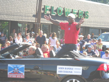 During the Hall of Fame Parade in Canton, Ohio, 2010. (Photo by Shining on Media)