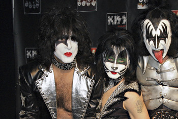 Kiss-tour_loch1_display_image