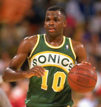 LOS ANGELES - 1990:  Nate McMillan #10 of the Seattle Supersonics advances the ball during a game against the Los Angeles Lakers in the 1989-1990 NBA season at the Great Western Forum in Los Angeles, California.  (Photo by Ken Levine/Getty Images)