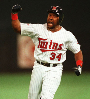 Kirby Puckett rounds second base following his 11th inning walk-off