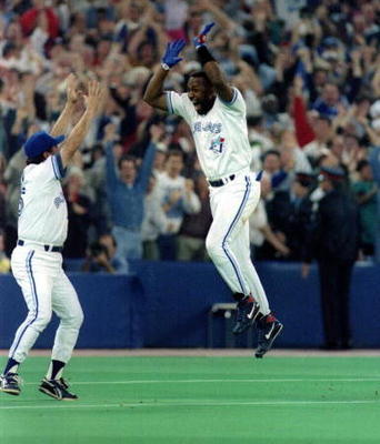 Joe Carter rounding the bases following the home run that won both game 6 and the World Series for the Blue Jays in 1993