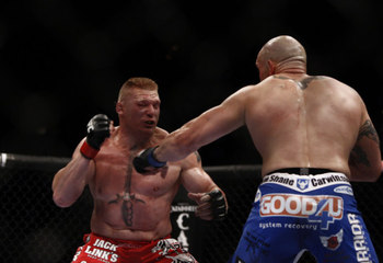 Ufc116_brock_lesnar_shane_carwin_05_display_image