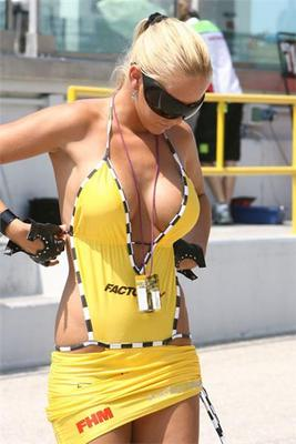 Sensualgridgirlonyellowclothes_display_image