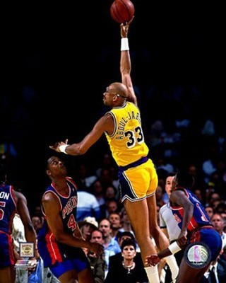 Kareem_abdul_jabbar_skyhook_display_image