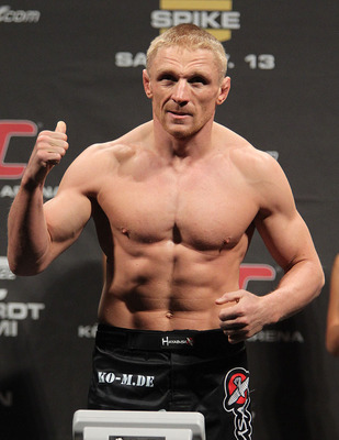 122_weighin-09_ufc122_dennis_siver_03_display_image
