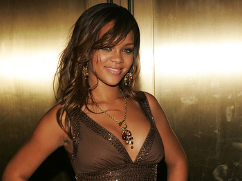 Robyn-rihanna-fenty-1-3_display_image