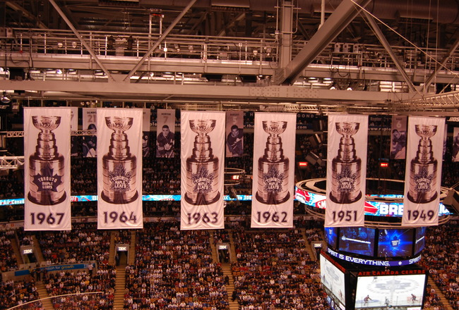 Stanley_cup_banners_hang_from_the_rafters_at_the_air_canada_centre_crop_650x440