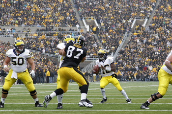 IOWA CITY, IA - NOVEMBER 5: Denard Robinson #16 of the Michigan Wolverines looks to pass against the Iowa Hawkeyes at Kinnick Stadium on November 5, 2011 in Iowa City, Iowa. Iowa won 24-16. (Photo by Joe Robbins/Getty Images)