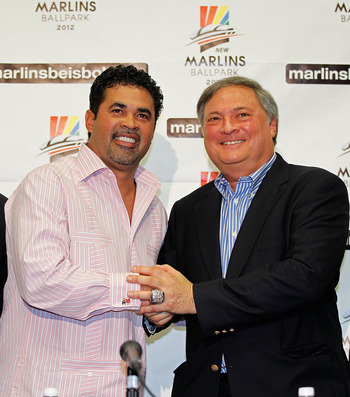 Jeffrey Loria (R) and new Marlins' manager Ozzie Guillen.