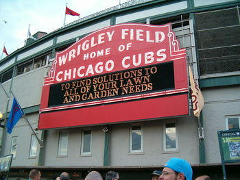 800px-welcome_sign_at_wrigley_display_image