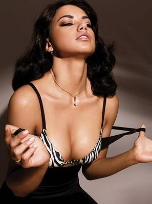 Adriana-lima-breasts-bra-1_display_image