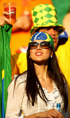 Female-brazil-fan-003_display_image