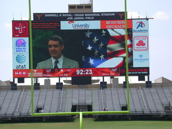 Texas-longhorns-jumbotron_display_image