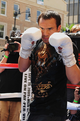 HOLLYWOOD, CA - SEPTEMBER 14:  Juan Manuel Marquez trains in front of the Kodak Theatre on Hollywood Boulevard September 14, 2009 in Hollywood, California. Marquez will face Floyd Mayweather Jr. at the MGM Grand Garden Arena on September 16, 2009 in Las V
