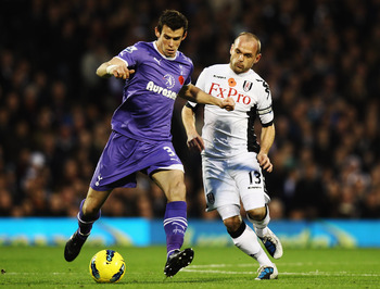 LONDON, ENGLAND - NOVEMBER 06:  Gareth Bale of Tottenham Hotspur (L) is challenged for the ball by Danny Murphy (R) of Fulham during the Barclays Premier League match between Fulham and Tottenham Hotspur at Craven Cottage on November 6, 2011 in London, En