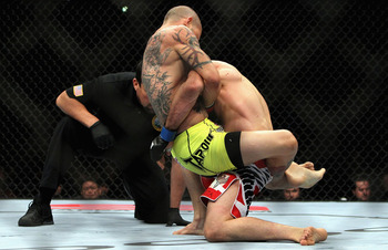 Swanson's round 1 guillotine attempt on Lamas, Photo from UFC.com