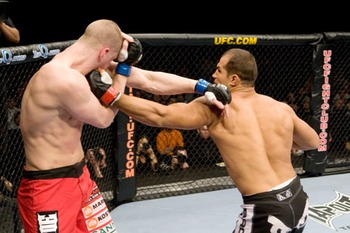 Junior-dos-santos-vs-gilbert-yvel_0_display_image