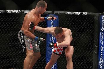 Junior-dos-santos_thumbnail_crop-4_display_image