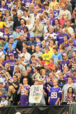 Purple rain of fans cheer on Vikings in Metrodome, Minneapolis