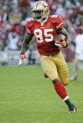 Vernon Davis takes this pass 31 yards for a touchdown