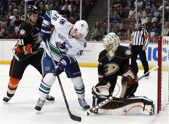 88706_canucks_ducks_hockey_display_image