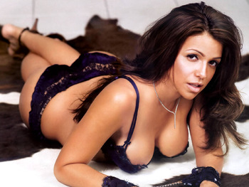 Vida-guerra-hot-stills-7_display_image