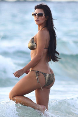 Kim-kardashian-bikini-ass-crack-in-miami-01_display_image