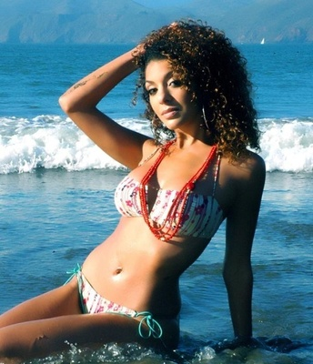 Janelle_casanave_display_image