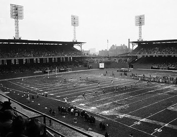 Comiskey_park_football2_display_image