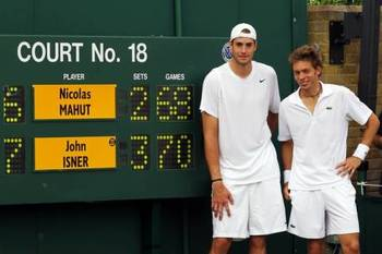 John-isner-vs-nicolas-mahut-longest-tennis-match-history-2_display_image