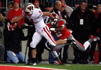 COLUMBUS, OH - OCTOBER 29:  Jared Abbrederis #4 of the Wisconsin Badgers out runs Christian Bryant #2 of the Ohio State Buckeyes to score during the fourth quarter on October 29, 2011 at Ohio Stadium in Columbus, Ohio. Ohio State defeated Wisconsin 33-29.