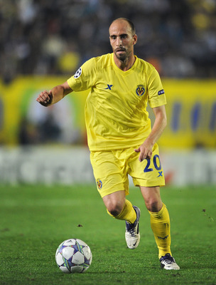 VILLARREAL, SPAIN - NOVEMBER 02: Borja Valero of Villarreal CF runs with the ball during the UEFA Champions League group A match between Villarreal CF and Manchester City FC at the El Madrigal stadium on November 2, 2011 in Villarreal, Spain.  (Photo by J