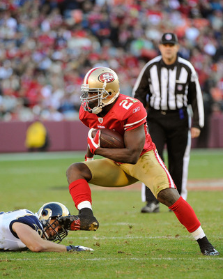 SAN FRANCISCO, CA - DECEMBER 04:  Frank Gore #21 of the San Francisco 49ers avoids the tackle of Chris Chamberlain #57 of the St Louis Rams at Candlestick Park on December 4, 2011 in San Francisco, California. The 49ers won the game 26-0. (Photo by Thearo