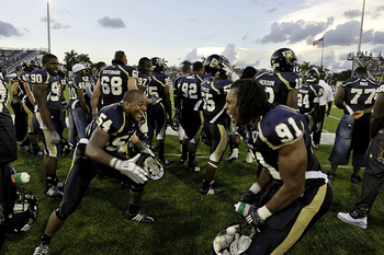 Fiu-football_display_image