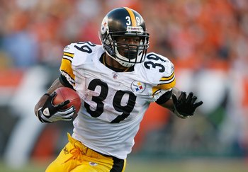 Willie Parker runs during a game in 2009, his last season with the Steelers.