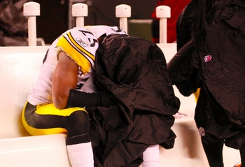 Ryan Clark can't bear to look during the Steelers' 2009 loss in Cleveland.