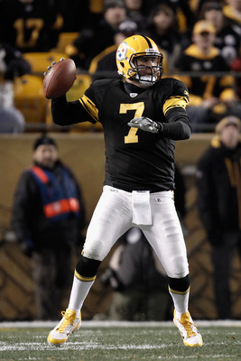 PITTSBURGH, PA - DECEMBER 08:  Ben Roethlisberger #7 of the Pittsburgh Steelers throws a pass in the first half against the Cleveland Browns at Heinz Field on December 8, 2011 in Pittsburgh, Pennsylvania.  (Photo by Jared Wickerham/Getty Images)