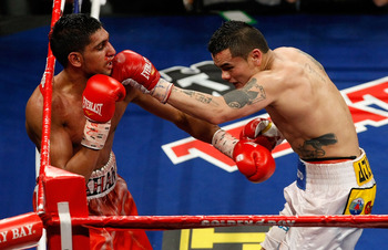 Here's Marcos Maidana (right) giving Amir Khan hell.
