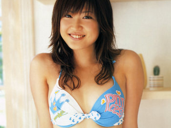 This is Saeko, his 27-year-old actress wife. (Photo from newcutegirls.com)
