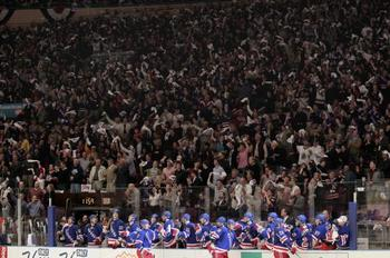 Fans-react-behind-the-New-York-Rangers-b