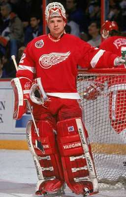 http://www.goaliesarchive.com/wings/goalie/cheveldae.jpg