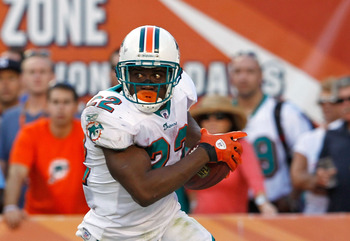 MIAMI GARDENS, FL - DECEMBER 11:  Reggie Bush #22 of the Miami Dolphins rushes during a game against the Philadelphia Eagles at Sun Life Stadium on December 11, 2011 in Miami Gardens, Florida.  (Photo by Mike Ehrmann/Getty Images)